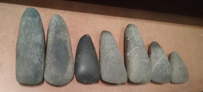 Haches polies néolithiques - Musée du Trésor - Collection Guy Duclos