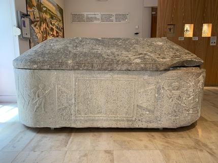 Sarcophage en marbre blanc d'Aedunia Hermiones