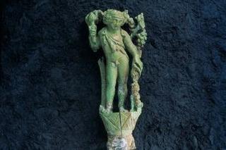 MUSEE©              D. Martin  Couteau de Bacchus à manche d'ivoire sculpté