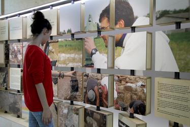 Centre d'Interprétation-®Maskarade Le mur de l'archéologie